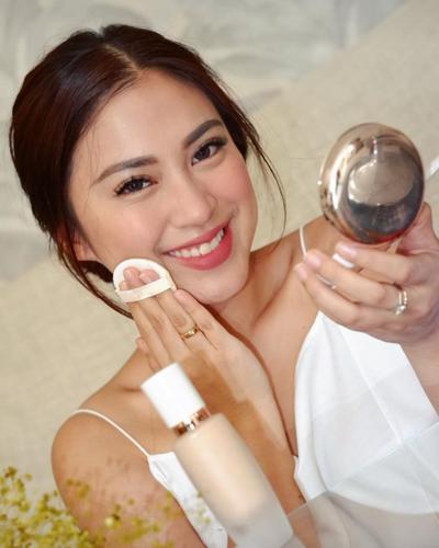 Catat, 7 Alasan Kenapa Makeup Bisa Membuat Wajah Berjerawat