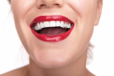 Wajib Simak, Rekomendasi Warna Lipstik Lokal untuk Kesan Gigi Lebih Putih