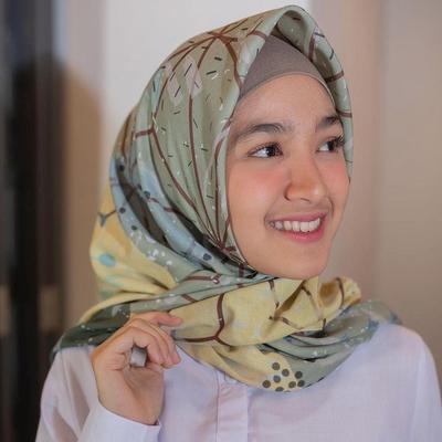 Potret Cantik dan Manis Artis Cut Syifa dalam Balutan Hijab