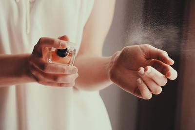 Buat Iritasi, Ini 5 Bagian Tubuh yang Sebaiknya Tidak Disemprot Parfum