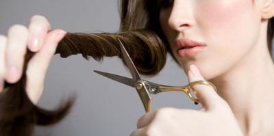 Tak Perlu ke Salon, Ini Panduan Potong Rambut Sendiri di Rumah