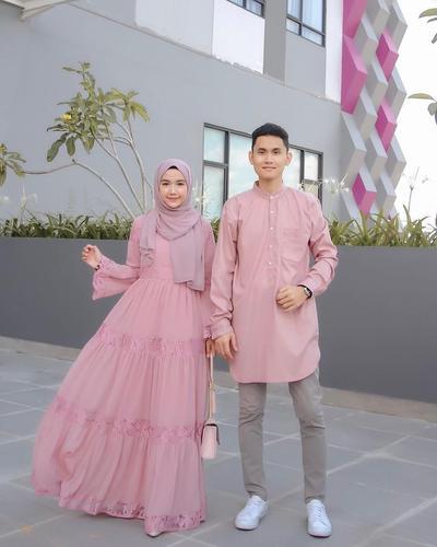 Matching dengan Pasangan, Ini Inspirasi Busana Muslim Couple untuk Lebaran