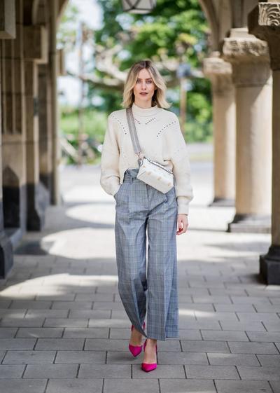 9 Inspirasi Celana Kerja Wanita untuk Tampilan Chic di Kantor