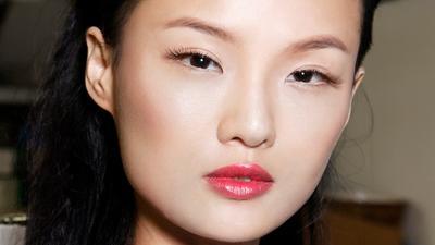 Ini Cara Bibir Tetap Lembap Meski Pakai Lipstik Matte Saat Puasa
