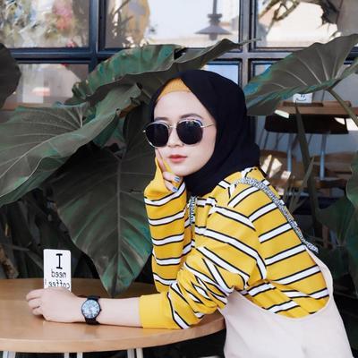 Tips Padupadan Outfit Warna Kuning ala Selebgram Miara, Gak Norak dan Bikin Sakit Mata!