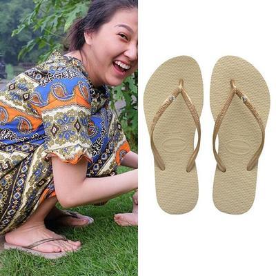 Deretan Penampilan Artis Pakai Sandal Jepit Mewah, Berapa Harganya?
