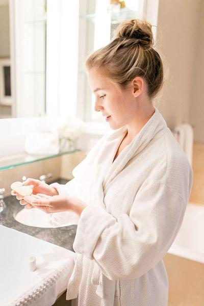 Langkah Skincare Ini Buatmu Miliki Cantik Pesona Wanita Prancis, Coba Yuk!