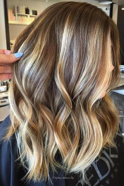 Inspirasi Warna Rambut Balayage untuk Nuansa Terang yang Natural