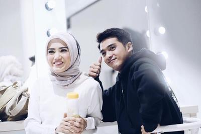 Lihat Cantiknya Istri Ricky Harun, Herfiza Novianti dalam Balutan Hijab Motif