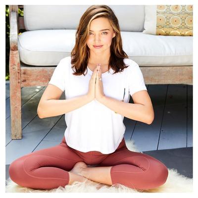 4. Rutin Melakukan Meditasi dan Yoga