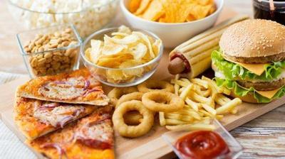 5 Bahaya Junk Food Dikonsumsi Saat Buka Puasa