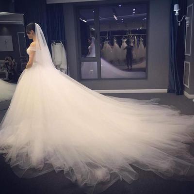 Inspirasi Gaun Pengantin Berekor yang Akan Buat Kamu Makin Cantik di Hari Pernikahan