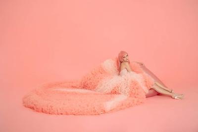 Bangga! Taylor Swift Kenakan Rok Karya Desainer Indonesia di Video Klip Terbaru 'ME'