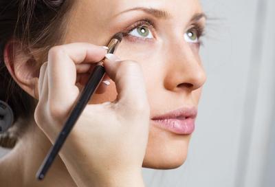Wajib Simak, Begini Cara Pakai Eyeshadow yang Benar Menurut Makeup Artist