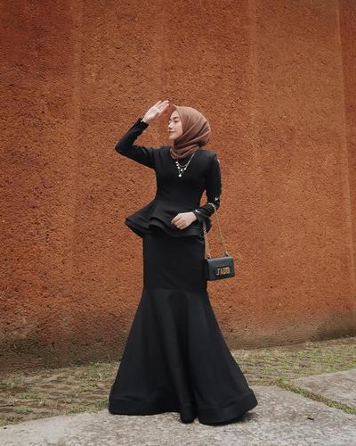 Kondangan Pakai Mermaid Dress untuk Hijabers Beri Ilusi Tubuh Lebih Langsing