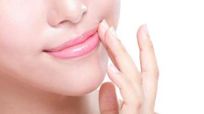 Tips Agar Bibir Tidak Kering Saat Berpuasa