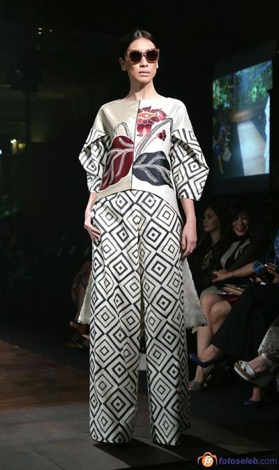 3.   Setelan Kulot Batik Terbaru