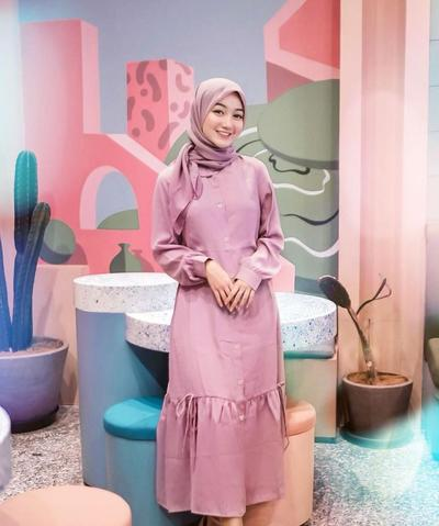 OOTD Dress dan Hijab Warna Dusty Pink