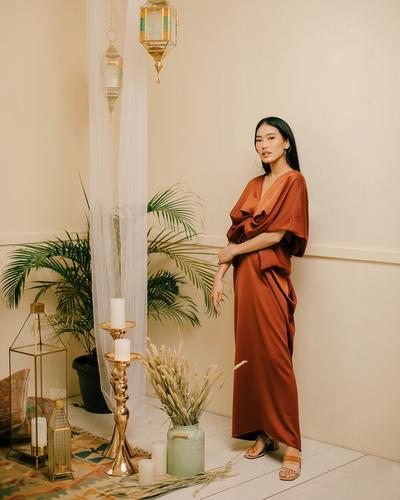 5 Style Alika Islamadina dengan Kaftan Cantik dan Elegan untuk Silaturahmi