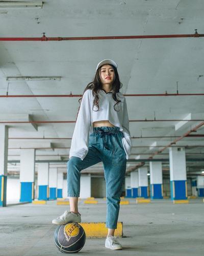 Celana Jeans dan Long T Shirt