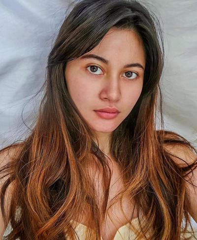 Influencer Instagram Namira Adzani Buktikan Rambut Panjang adalah Tampilan Sexy Memesona