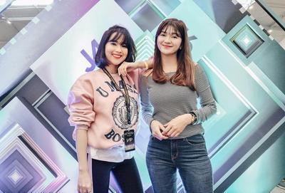Adu Gaya Liburan Sasyachi vs Furry Citra, Mana yang Lebih Stylish?