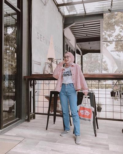Kaos Putih + Pink Jacket + Celana Jeans
