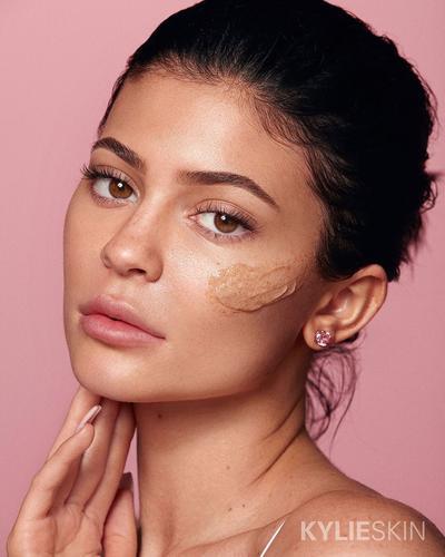 Produk Skincare Kylie Jenner yang Disebut Berbahaya, Ternyata Ini Faktanya!