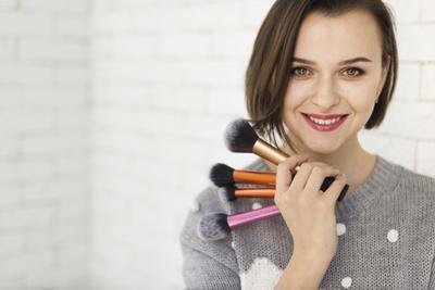 Deretan Peralatan Makeup yang Wajib Dibawa Saat Mudik
