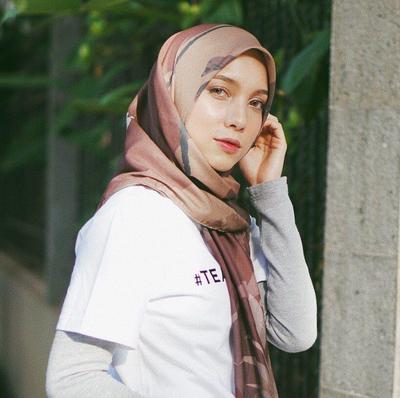 Tampil Menawan dengan Hijab Gradasi Warna Coklat