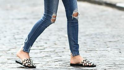 5 Flat Shoes Paling Trendy Saat Ini, Pakai untuk Jadi yang Paling Fashion Forward