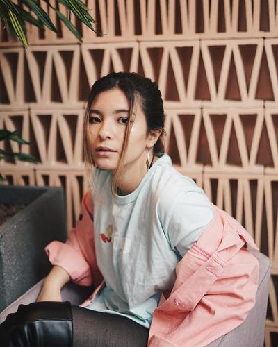 Enggak Kalah Cantik dan Stylish dari Ibunda, Ini 6 Gaya Shaloom Razade Putri Wulan Guritno