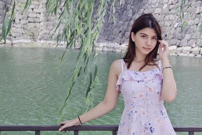 Tampil Trendy, 6 Gaya Cantik Cassandra Lee Bisa Jadi Inspirasi Liburan