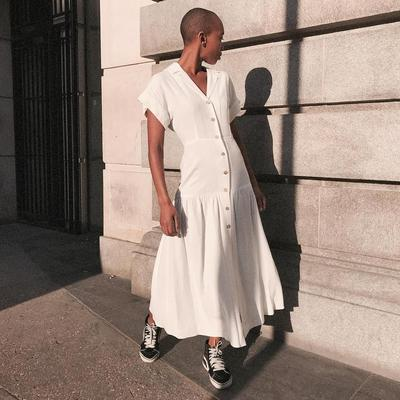 1. Maxi Dress yang Berkesan Feminine