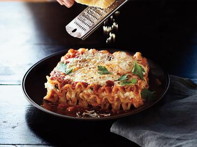Resep: Lasagna Tebal dan Lembut yang Bisa Kamu Simpan untuk Dipanaskan Kembali