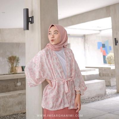 7 Online Shop yang Jual Outer Kekinian nan Modis Buat OOTD Hijabers!