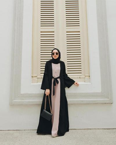 Long Dress Model Outer Senyawa yang Elegan