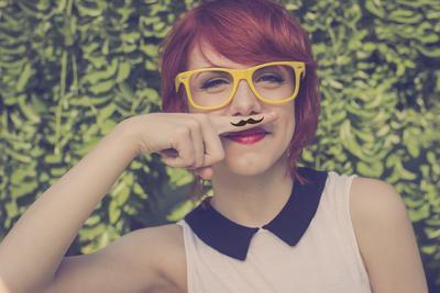Dapatkan Wajah Flawless, Begini Cara Tepat Mencukur Kumis Tipis Wanita
