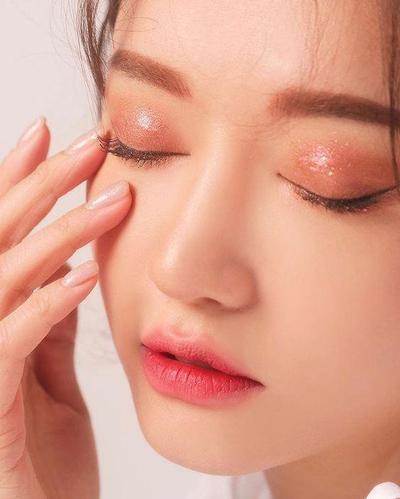 5 Rekomendasi Eyeshadow Glitter Korea Jika Glitter Populer Stila Terlalu Mahal Untukmu