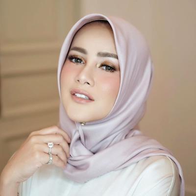 Mantap Hijrah, Ini 5 Gaya Hijab Segiempat Cantik ala Olla Ramlan