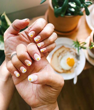 7 Inspirasi Egg Nail Art, Tren Kuku Bentuk Telur yang  Menggemaskan