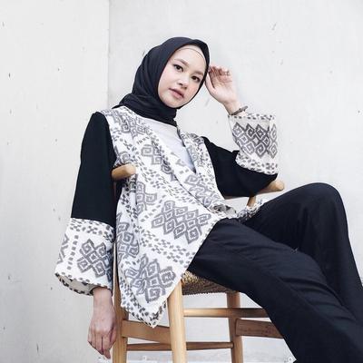 Padu Padan Tunik dan Celana ala Hijab Influencer Bahjatina untuk Gaya Sehari-hari