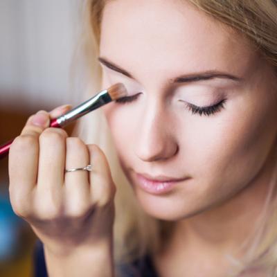 Gak Perlu Touch Up! Ini 5 Tips Makeup Flawless Seharian Meski Banyak Aktifitas