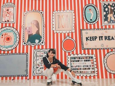 Spot Foto dengan Konsep Instax Wall