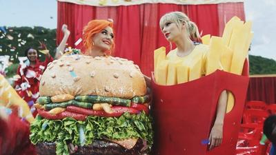 "Drama is Over! Katy Perry dan Taylor Swift Berpelukan di Video Klip ""You Need To Calm Down"""