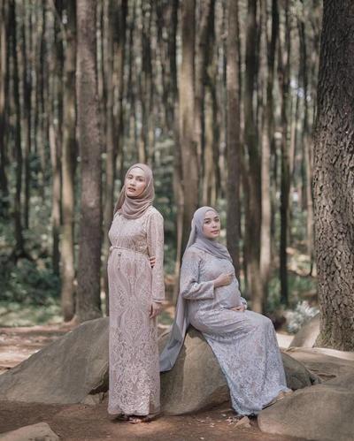 Agar Tetap Menawan Saat Hamil, Curi 6 Inspirasi Gaya dari Selebgram Hijab Indonesia