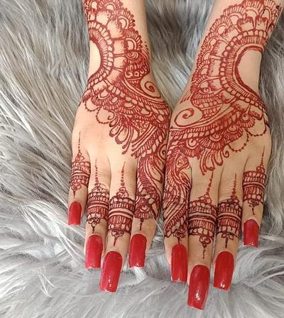 10. Desain Henna Merah
