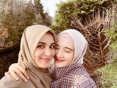 3. Zaskia Sungkar & Shireen Sungkar