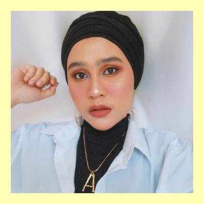 6 Inspirasi Tampil Edgy dengan Turban ala Beauty Vlogger Ashilla Sikado