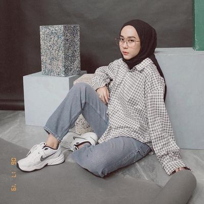Casual - Feminin, Inspirasi Padu Padan Kemeja Flanel ala Hijabers Cantik Indonesia